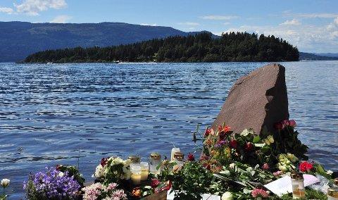 Syv år etter er det minst like aktuelt å trekke fram dikteren Frode Gryttens ord om massakren på Utøya , skriver ordføerer i Hadsel, Siv Dagny Aasvik.