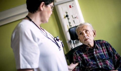 Snorre Hennie er vant til å være en svært aktiv håndverker. Nå blir han ikke frisk av kreftsykdommen. Han frykter smertene som kanskje kommer. En samtale med sykepleier Ella Jack gjør at dagen føles litt bedre.