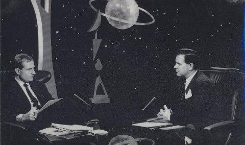BERØMT: Jan P. Jansen og Erik Tandberg var en kjent duo fra mange romfartssendinger på fjernsynet. Foto: Privat