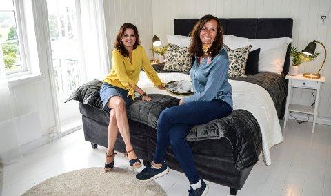 SOVEROMMET: Camilla (t.v.) og Lise er fornøyd med hvordan de har frisket opp hovedsoverommet.
