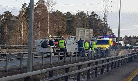 ALVORLIG: Slik så traileren fra Leif Grimsrud ut etter ulykken. Sjåføren slapp unna ulykken kraftig forslått og med kragebensbrudd.
