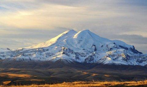 Et skikkelig høyt og flott fjell som du har god utsikt til fra en badeby som arrangert vinter-OL for noen år siden.