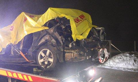 VRAK: Bilen fikk hard medfart etter at en gassbeholder eksploderte.