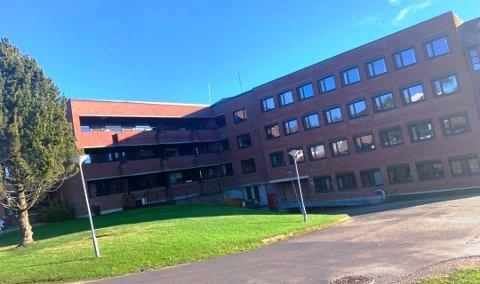 BESØKSSTANS: Den midlertidige besøksstansen ved Gulset sykehjem videreføres etter nye smittetilfeller.