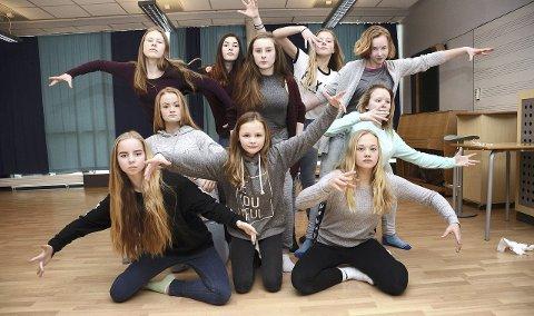VAR MED: Denne dansegjengen var på UKM i 2016: Mira Husby Bævre, Ida Knutsen Todal, Ine Fiske, Else Vaseng Kvammen, Mathilde Vikan, Ida Ranes (bak til venstre), Solveig Mikkelsen, Gunn Mari Våbenø, Kristin Bøklep og Leah S. Wilhelmsen.