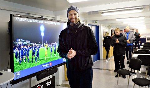 Øyvind Hoås er lærer på Molde Folkehøgskole. For fjerde år på rad hadde han med seg elever til Kristiansund for å høre om hva KBK har gjort for å bli en toppklubb i fotball.