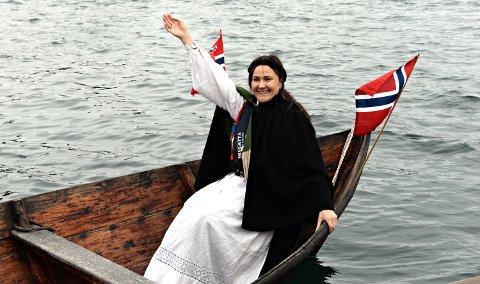Anja Solvik og Bunadsgeriljaen skal feire at fødeavdelingen i Kristiansund ble nevnt i regjeringsplattformen.