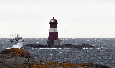 Meteorologene advarer folk mot å legge ut i båt på grunn av kraftig vind fra øst. Allerede nå blåser det kuling på Buskjærfjorden.  Foto: Skibsaksjeselskapet Hesvik