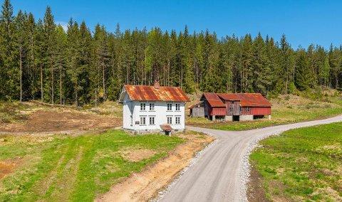Solgt: Eiendommen  Neset i Øvrebygda i Åmli har fått nye eiere.