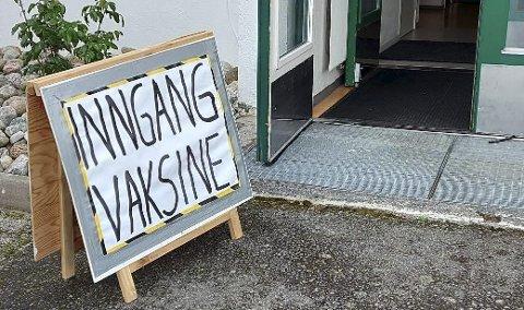 Straks vil innbyggere i Åmli som er over 65 år få tilbud om en ekstra dose koronavaksine.