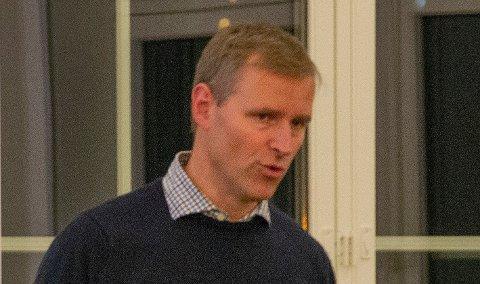 PROSJEKTLEDER:Enhetsleder Gunnar Prøis er dedikert 100 prosent til å jobbe med raset, her fra beboermøtet i kirkestua ved Nittedal kirkeonsdag denne uka.