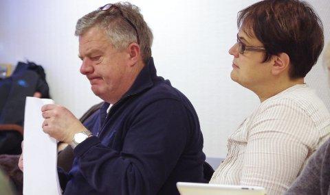 NYTTIG: Regionrådsleder Ragnhild Aashaug mener de tre kommunene i nord nok har gjort seg nyttige erfaringer gjennom prosessen, og ligger et skritt foran kommunene lengre sør.  Røros-ordfører Hans Vintervold til venstre. Arkivfoto: Tonje Hovensjø Løkken
