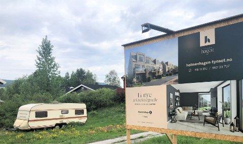 ETT REKKEHUS SOLGT: Byggetrinn i dette boligkomplekset i Tynset sentrum, Holmenhagen, er planlagt med ni boenheter. Så langt er ett rekkehus solgt, og byggestart er ikke bestemt.