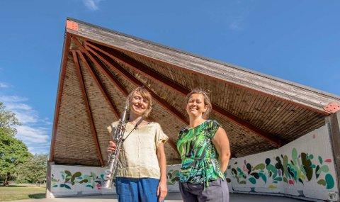 Saxofonist Ida Malin Sanden og kultursjef Camilla Sæbjørnsen inviterer lørdag til gratiskonsert på paviljongen i Ås sentrum.