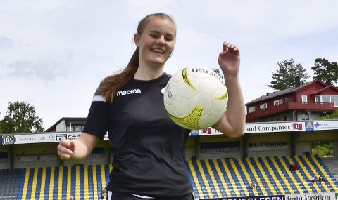 SERIELEDER: Sofie Haugland Ausland fikk sesongoppkjøringen ødelagt av skader, men forsvarsspilleren har spilt de fleste kamper for Amazon Grimstad etter at hun var tilbake. Ved halvspilt serie topper Ausland og Amazon tabellen i førstedivisjon.