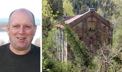 OVERRASKET: Tom Jensen i Fossberg Kraft AS ante ikke om vedtaket til kommunestyret i Gjerstad da Aust-Agder Blad ringte. Til høyre er sliperiet på Stifoss.
