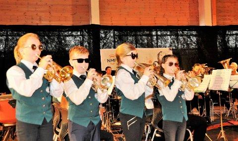 FESTLEG AV HORDABØ: Hordabø skulemusikklag i aksjon under Sotrafestivalen, der korpset viste god form i generasjonsklassen. Søndag 9. desember skal korpset i aksjon saman med band og solistar på julekonserten i Hordabø kyrkje.