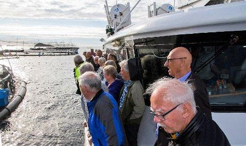 OPPDRETT PÅ NÆRT HALD: Lion-klubbane i Radøy og Lindås la sommarturen til Skjærgårdsfisk Visningsenter på Marøy.