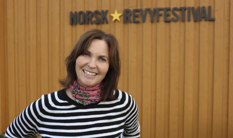 Juryleder: Hanne Vilja Sagmo er daglig leder ved Norsk revy på Høylandet. I sommer blir hun juryleder under Nordnorsk revyfestival. Foto: Pressebilde