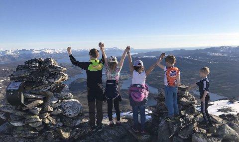 Utsikt: Denne utsikten venter forhåpentligvis alle deltakerne på toppen av Heggmotind når det første motbakkeløpet opp fjellet arrangeres lørdag 16. juni. Begge foto: Mads Pinnerød