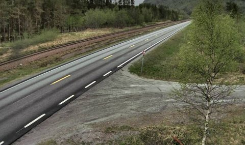 Rettstrekningen på E6 rett nord for Røklandsenteret.