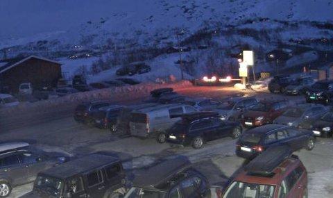 Lørdag kveld er bommen nede og veien stengt for personbiler ved Haugastøl.