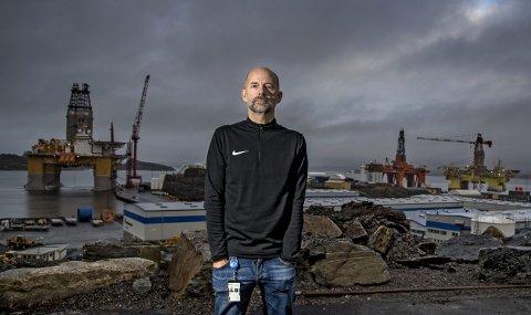 HELE LIVET: Tommy Angeltveit fra Ågotnes er klubbleder ved Aker Solution. Sist uke kom det krav om 170 nye                                                      oppsigelser. Snart er 1500 arbeidsplasser forsvunnet fra oljebasen på Ågotnes. – Det er knallhardt, og mange går helt i kjelleren når de får oppsigelsen, sier han. FOTO: EIRIK HAGESÆTER