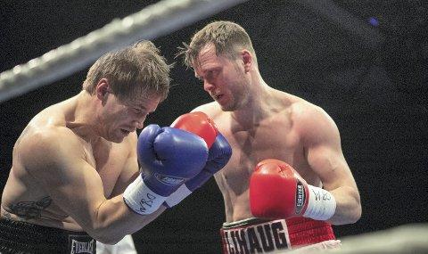 Tim-Robin Lihaug (t.h) vant mot Timo Laine, og får nå stadige kamptilbud. Foto: Bernt-Erik Haaland