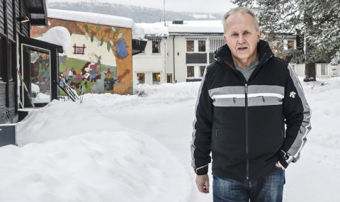 REAGERER: – Det hører ingensteds hjemme når Bygdelistas Kristine Nore hevder at lærerne har torpedert skolesaken, sier Georg Trommald, leder utdanningsforbundet i Krødsherad.