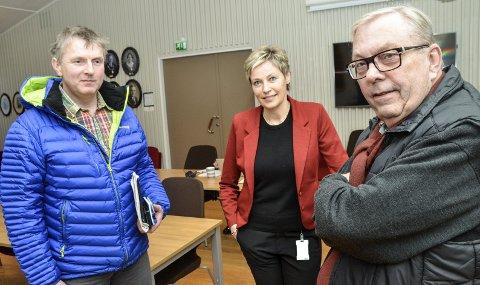 UENIGE: – Habilitetsspørsmålet kunne vi løst ved at rådmannen behandlet saken, sier Bård Sverre Fossen (t.h,) noe ordfører Tine Norman (SP) støtter, mens hennes partikollega Torstein Aasen gir klart uttrykk for at han er uenig.