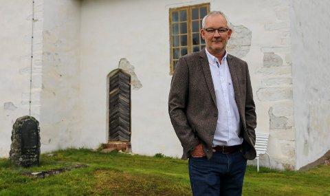 ØNSKER OPPMERKSOMHET: - Vi i menighetsrådet håper vi skaper mer blest omkring Skoger gamle kirke med arrangementer som olsok-konserten, sier Tor Arne Gjerrud.