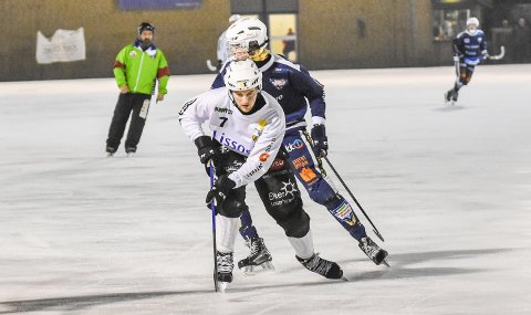 SCORET TO: Sondre Bratvold Kristoffersen satte inn to mål mot Drammen Bandy. Han er toppscorer i Solberg med 14 mål.