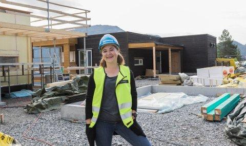 PROSJEKTLEIAR: Marta Hugøy Sandnes er prosjektleiar for tre bygg i Gravdalsholten oppe i Slettebakkane.