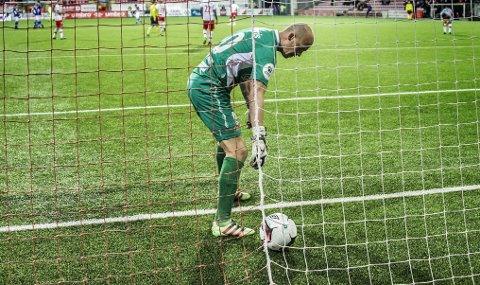 AU DA: Per Morten Kristiansen og FFK-spillerne hadde en tung søndagskveld. Mandag ble spillerne sendt til skogs for å lufte tankene etter nederlaget. Foto: Geir A. Carlsson