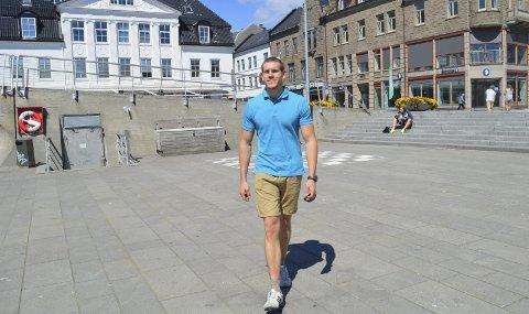 SER FREMOVER: Fem år etter Utøya, har Bjørn Ivar Grønvold Hansen (25) tatt politiutdanning, fått jobb, fått kjæreste og skaffet seg hus i hjembyen. Nå ser han fremover. Foto: Marianne Holøien