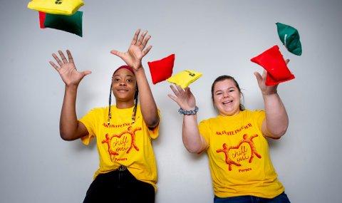 Tshanda Tshaba (16) og Inger-Marie Hoel (16) ser frem til aktivitetsdagen onsdag 22. mai.