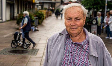 HÅPER PÅ SVAR: Per Edardsen (75) håper mange vil stille på debatten om kommunens eldrepolitikk.