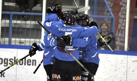 VANT IGJEN: For første gang vant Narvik to strake kamper mot Comet Halden. Nå lukter det kvalik til Get-ligaen av laget.