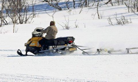 POSITIV: Statens naturoppsyn (SNO) melder om gode erfaringer med snøscooterløyper. Foto: Odd-Georg H. Benjaminsen.
