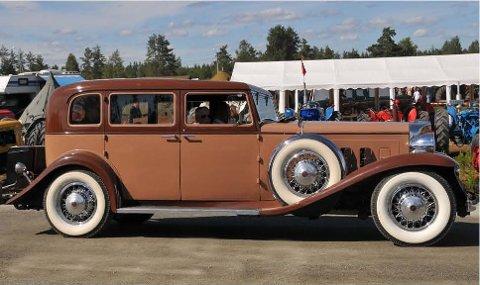 1933-MODELL: En 16-sylinders Marmon kommer til Horten under Rally Oslofjord.