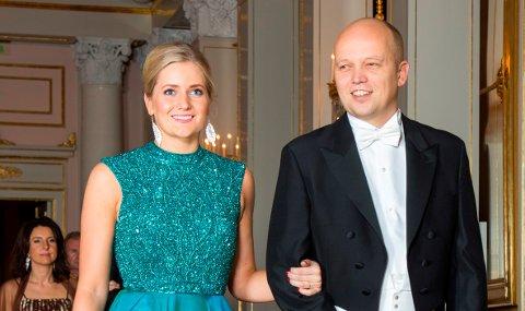 SLOTTET: Emilie Enger Mehl ankom Slottet sammen med  Sp-leder Trygve Slagsvold Vedum til den tradisjonsrike stortingsmiddagen på Slottet hvor kongefamilien er vertskap.