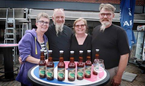 SEVJE: Under Byfesten lanseres et nytt lokalt øl på Bastian. Det er Sevjeøl produsert på St. Halvard bryggeri. Sevjen er tappet på Skotterud. Bak denne ideen står Tor og Tove Hesbøl fra Hesbøl Gård, sammen med de to i midten, Kai Øverby og Lillian Johnsen på Bastian.