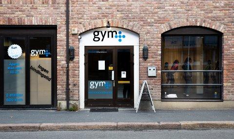 Bedriften Gym Pluss AS, som driver treningssenteret Gym pluss midt i Lillehammer sentrum, er lagt ut for salg.