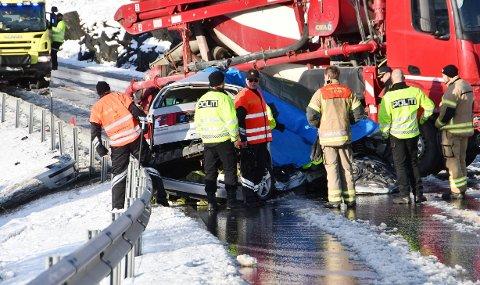 Tre personer mistet livet i en trafikkulykke på E6 ved Kongsvoll i Oppdal i Trøndelag.