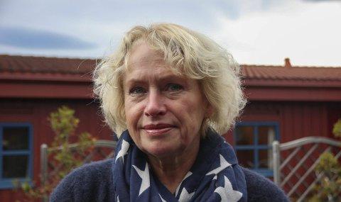 UROLIG FOR DYRENE: Vibeke Hoff er utdannet dyretolk. Da hun dro for å spille inn «Farmen» i sommer fikk hun familie og venner til å passe på dyrene: åtte hunder, to hester og fire katter. Etter halvannen uke kjente hun en uro i seg. Det viste seg at to hunder og en hest var syke.