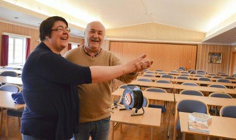 TAR DANSEN TILBAKE: Etter snart to år med Gladtreff'n på Lidskjalv i Gran flyttes festlighetene nå tilbake til Bergslia. Ann Monica Nordli Henriksen (Bergslia-driver) og Egil Granlund (leder for Gladtreff'n).