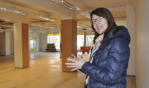Nye lokaler: Biblioteksjef Wenche Nyaas gleder seg til å være ferdig innflyttet i de gamle lokalene til Nille 8. juni.