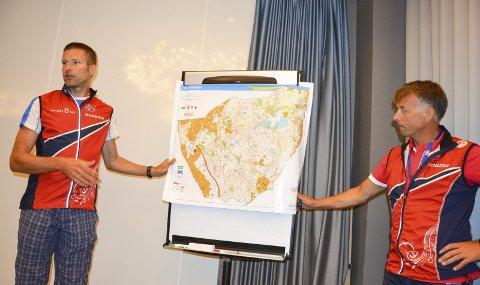 UTVIKLING: O-sporten er i utvikling, Her viser generalsekretær Lasse Arnesen og Emil Wingstedt fram kartet som de norske VM-løperne har brukt i forberedelsene til VM i Strömstad.