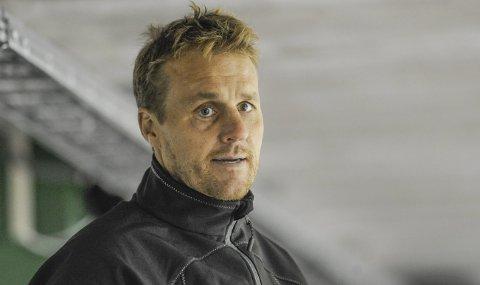 Ikke stresset: Comet-trener Göran Hermansson vet at helgens dobbeltkamp i Bergen vil avgjøre mye, men stresser ikke. – Vi har utviklet oss mye denne sesongen, og skal gi alt for å få en fin avslutning – med mye å spille om i de ti siste kampene. Så får vi telle opp til slutt, sier svensken.Arkivfoto: Kristian Bjørneby