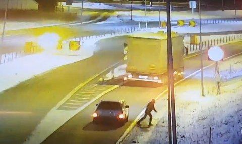 Her stikker den polske mannen  av før grensekontrollen.
